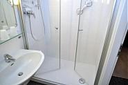 ...mit großer Dusche