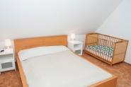 mit Kinderbett