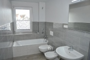 Dusche und Badewanne