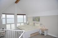Das obere Schlafzimmer, ... eine offene Galerie mit noch mehr Meer.