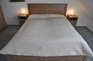 Das helle Schlafzimmer vom kleinen Flur ab