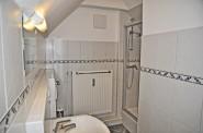 Geräumiges Duschbad in der oberen Etage