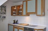 Eine große Küche mit allem Komfort
